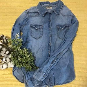"Denim Shirt with ""Pearl"" Snaps🌼"